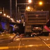 Det kendte Mardi Gras-karneval i New Orleans er blevet centrum for en stor ulykke, beretter lokale medier. Mere end 20 personer er lørdag blevet såret, efter at en bil er kørt ind i en folkemængde under paraden Krewe of Endymion i New Orleans. Det skriver lokale medier.
