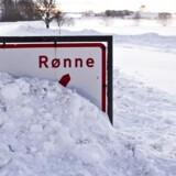 Arkivfoto. Flere små veje er lukket af sne på Bornholm