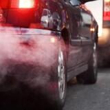 Londons borgmester har besluttet at sætte ekstra ind mod byens alvorlige luftforurening ved at stramme betalingsringen for trafikken i centrum amrkant. Foto: Andy Rain/EPA