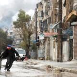 Der udbrød onsdag kampe mellem oprørsgrupper og det syriske regime, som forhindrede at den aftalte evakuering af civile kunne påbegyndes. KARAM AL-MASRI / AFP Photo