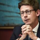 Regeringen sænker afgiften på elvarme yderligere i energiudspil, siger skatteminister Karsten Lauritzen (V).