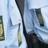 En kvindelig politibetjent var i fare for at miste sit tjenestevåben under en episode i Nykøbing Falster, mener politiet. Free/Politiet
