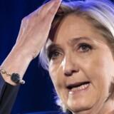 Marine Le Pen har en reel chance for at blive Frankrigs næste præsident, men hun kommer op mod nogle helt uventede rivaler. EPA/IAN LANGSDON