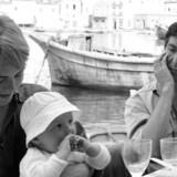 Leonard Cohens muse gennem de vigtige og formative år i hans karriere i 1960erne, Marianne, er død. Her ses de to i Grækenland i 1960.