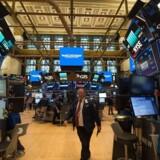 Den amerikanske centralbank holder renten i ro. Til gengæld skal beholdning af obligationer skrumpe. / AFP PHOTO / Bryan R. Smith