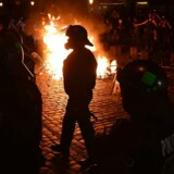 Torsdag blev der kastet med flasker, fyrværkeri og sten, samt sat ild til en række biler, herunder flere politibiler. Flere demonstranter bar bannere med skriften »Velkommen til helvede« og »Smadr G20«.