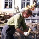 ARKIVFOTO 2002 Polske håndværkere har blandt andet søgt til Danmark, efter at Polen blev medlem af EU i 2004, og mulighederne for fri bevægelighed dermed åbnede sig. Ifølge undersøgelse på undersøgelse giver den frie bevægelighed samfundet økonomiske gevinster, men EU-borgere har også ret til velfærdsydelser, og det har udviklet sig til en giftig politisk sag i EU. (Foto: ANNETT BRUHN/Scanpix 2013)