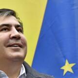 Ukraines præsident har klippet sin gamle studiekammerats pas og gjort ham statsløs. Men den stædige revolutionær Mikheil Saakasjvili forlader næppe scenen uden kamp.