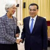 Den kinesiske premiereminister Li Keqiang mødes med direktøren for Den Internationale Valutafond (IMF) Christine Lagarde i Beijing.