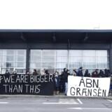 Aktionsgruppen Welcome To Denmark mødte op i Roskilde Lufthavn tirsdag morgen d. 28. februar 2017, for at forsøge at blokere en ventet udsendelse af afviste asylsøgere fra Afghanistan.
