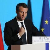 Frankrigs leder hylder under et besøg i Kina et gigantisk projekt, der skal forbinde Kina, Europa og Afrika.