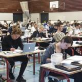 Det vakte opsigt, da undervisningsminister Merete Riisager (LA) lagde op til, at gymnasierne måtte gennemsøge elevernes private computere, hvis der var mistanke om eksamenssnyd. Nu foreslår et bredt politisk flertal i stedet at benytte overvågningsprogrammer på elevernes computere under eksamen. Arkivfoto fra Virum Gymnasium.