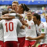 De danske spillere jublede, da Chistian Eriksen scorede få minutter inde i kampen mod Australien. (AP Photo/Martin Meissner)