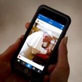Også pave Frans har en Instagram-konto, hvor han lægger billeder op. Nu har Instagram fået fat i også den danske instagram.dk-adresse. Arkivfoto: Arno Burgi, EPA/Scanpix