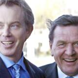 Engang var Europa regeret af glade socialdemokrater som red på en ppolær bølge af Den Tredje Vej. Det er slut. Her Tony Blair og Gerhard Schröder.