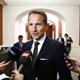 Finansminister Kristian Jensen (V) er sammen med regeringen klar med en milliarddyr håndsrækning til kommunerne.