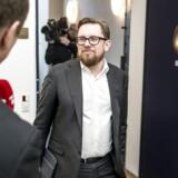 Økonomi- og indenrigsminister Simon Emil Ammitzbøll-Bille ankommer til afsluttende skatteforhandlinger i finansministeriet