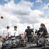 Unge med et handicap har brug for at kunne være sociale på lige fod med andre unge. Derfor er lovgivning om at begrænse den praktiske adgang diverse steder ikke ligegyldig. Arkivfoto: Mathias Løvgreen Bojesen/Scanpix