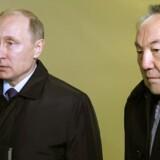 Præsident Vladimir Putin og Kasakhstans præsident Nursultan Nazarbayev under søndagens pressebriefing om flystyrtet i Sortehavet.