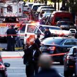 Otte er dræbt, og 11 er alvorligt såret efter angrebet tirsdag. Ingen af de 11 sårede er i livsfare. New Yorks borgmester, Bill de Blasio, kaldte tirsdag angrebet for et terrorangreb.