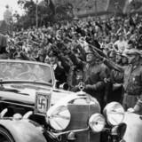 I 1928 var de tyske nazister et ligegyldigt lille parti. Få år senere stemte hver tredje tysker på partiet, og i 1933 fik det stemmer nok til sammen støttepartier at afskaffe demokratiet. Hvad skete der i de skæbneår? I en ny undersøgelse giver økonomer svaret: Den tyske kanslers brutale nedskæringspolitik gjorde tyskerne til nazister - og hvis det ikke havde været for den politik, ville det ikke være sket.