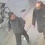 Københavns Politi har offentliggjort overvågningsbilleder af de formodede gerningsmænd til et groft hjemmerøveri og drabsforsøg mod en 69-årig dansk mand.