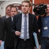 »De må ikke forøge deres chance for at få en større tilknytning til Danmark ved at arbejde,« siger DF-formand Kristian Thulesen Dahl, der her ses på vej til forhandlinger i Statsministeriet.