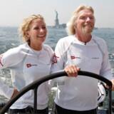 Holly Branson ses her med sin far, Richard Branson, der står bag Virgin-koncernen, på båden »Virgin Money« i New York før et forsøg på at sætte ny rekord over Atlanten i 2008. »Jeg havde aldrig nogensinde troet, at jeg skulle arbejde i familiefirmaet, men det var en fantastisk chance. Så jeg tænkte, ok, det gør jeg i det år, og så vender jeg tilbage til at være læge,« sagde hun for nylig til New York Times.