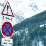 Et vejskilt i østfranske Saint-Pancrace advarer om lavinefare.