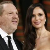 Harvey Weinstein sammen med sin kone, skuespillerinden Georgina Chapman.