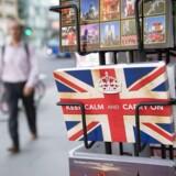 Siden Anden Verdenskrig har briterne benyttet sig af sloganet Keep calm and carry on.