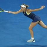 Australian Open, Rod Laver Arena. Caroline Wozniacki i aktion mod hollandske Kiki Bertens. REUTERS/Edgar Su