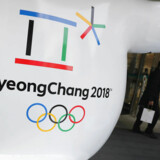 (ARKIV) FILE - In this Thursday, Jan. 4, 2018, file photo, the official emblem of the 2018 Pyeongchang Olympic Winter Games is seen in downtown Seoul, South Korea. North Korea plans to send a spotlight-stealing delegation to next month's Winter Olympics in the South Korean county of Pyeongchang. Sydkorea og Nordkorea er blevet enige om at gå sammen under fælles flag til åbningsceremonien ved det kommende vinter-OL. Det oplyser Sydkorea ifølge Reuters.. Det skriver Ritzau, onsdag den 17. januar 2018.. (Foto: Lee Jin-man/Scanpix 2018)