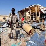 Den 19. februar blev den somaliske hovedstad Mogadishu igen udsat for et terrorangreb, da en selvmordsbomb blev detoneret ved et marked i byen. Ifølge Reuters blev 39 personer dræbt og 50 såret. På billedet ses en somalisk regeringssoldat.