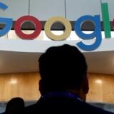 Google er blevet sagsøgt for at overvåge millioner af briters iPhone-telefoner ulovligt. Arkivfoto: Jagadeesh NV, EPA/Scanpix