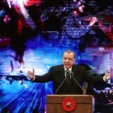 Tyrkiets præsident Recep Tayyip Erdogan markerer etårsdagen for det mislykkede kupforsøg med en tale i Ankara 13. juli 2017. / AFP PHOTO / ADEM ALTAN