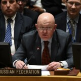 Under et krisemøde i FN's Sikkerhedsråd torsdag afviste Rusland at støtte et forslag om en midlertidig våbenhvile i Syrien. Her ses den russiske FN-ambassadør, Vassilij Nebensia. Scanpix/Timothy A. Clary/arkiv