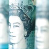 Pundet fortsætter sin svære periode med endnu et fald over for alle de større valutaer.