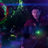 Benedict Cumberbatch spiller overbevisende som Stephen Strange i underholdende og flot superheltefilm baseret på en tegneserie fra Marvel.