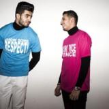 """Mind Your Own Business er et udvilingsforløb for etniske minoritetsdrenge. Siden 2010 er det lykkedes Dansk Flygtninge Hjælp, Tryg Fonden og en række samarbejdspartnere i erhvervslivet at få over 200 unge mænd fra udsatte boligområder til at interessere sig for iværksætteri og virksomhedsudvikling. Virksomheden """"B N1c3"""" blev etableret som en del af Mind Your Own Business.De sælger t-shirts og kasketter mod mobning. Her er det Sheraz Mudassar og Sheikh Momin, begge en del af """"B N1c3"""""""