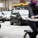 Arkivfoto: Cykler og biler på H.C. Andersens Boulevard i København.