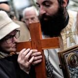 Kvinder er nok velkomne i den græske ortodokse kirke, men præsten takker nej til kys, når kvinden er »uren«.