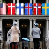 En segway tour har gjort holdt foran Eisenhowerbygningen, der ligger ved siden af Det Hvide Hus, hvor Obama fredag vil tage imod ledere fra Danmark, Finland, Island, Norge og Sverige