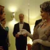 Susan Sarandon som Bette Davis og Jessica Lange som Joan Crawford tørner smamen i HBOs nye antologiserie »Feud«. Foto: PR.