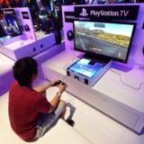 Sony fastholder sine prognoser uændrede for hele virksomheden til hele året, men man venter nu et højere salg på spil og konsoller, mens der skæres i forventninger andre steder i forretningen.