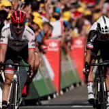 Australske Michael Matthews og tyske John Degenkolb er uenige om, hvad der skete under tirsdagens spurt om sejren på Tourens 16. etape. Reuters/Benoit Tessier