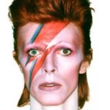 Rummand eller menneske - der er gang i konspirationsteorierne efter David Bowies død i januar.