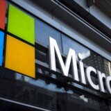 Softwarekæmpen Microsoft skal effektivisere heftigt i sin telefondivision og tager derfor en nedskrivning på hele 950 mio. dollar (6,3 mia. kr.).