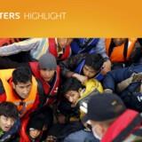 En båd med syriske flygtninge på vej mod Lesbos er blevet stoppet af den tyrkiske kystvagt. Tyrkiet indikerer nu, at landet er rede til at tage imod migranter, som er rejst gennem EU via Tyrkiet. Foto: Umit Bektas
