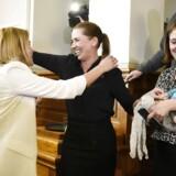 Helle Thorning-Schmidt sagde i dag farvel til sin afløser, Mette Frederiksen.